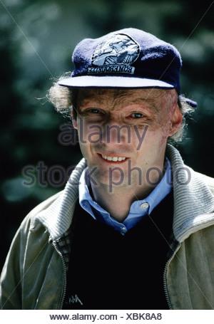 Lauda, Nikolaus 'Niki', * 22.2.1949, Austrian racing driver, entrepreneur, portrait, early 1980s, baseball cap, hat, scars, 80s, - Stock Photo