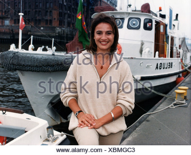 Maischberger, Sandra, * 26.8.1966, German journalist, TV presenter, half length, in front of the Greenpeace vessel 'Beluga', Hamburg, Germany, 24.7.1997, - Stock Photo