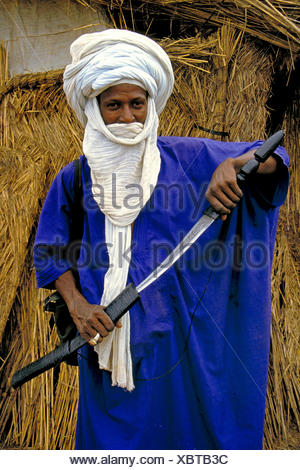 Tuareg man with white tagelmust and sabre, Mali - Stock Photo