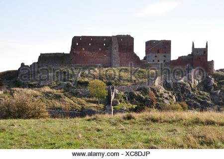 Blick auf die berühmte Burgruine Hammershus (einer der größten zusammenhängenden Burgruinen-Komplexe Nordeuropas) auf Bornholm - Stock Photo