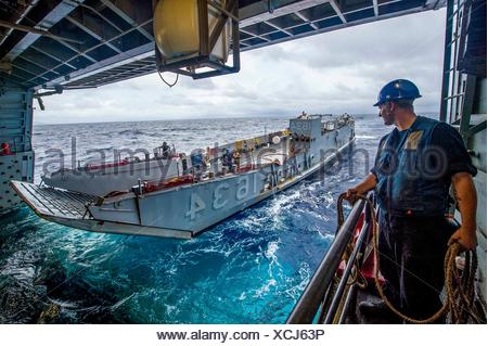 161008-N-XM324-077SOUTH CHINA SEA (Oct. 8, 2016) U. S. Navy Petty Officer 3rd Class David Coburn stands by as Landing Craft, Utility 1634, assigned - Stock Photo