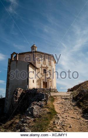 Europe, Italy, Abruzzo. Chiesa di Santa Maria della pietà at Rocca Calascio - Stock Photo