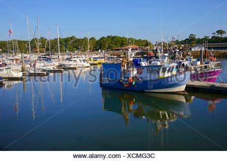 fishing trawler and sailing boats in port of Capbreton, France, Aquitaninien, Capbreton - Stock Photo