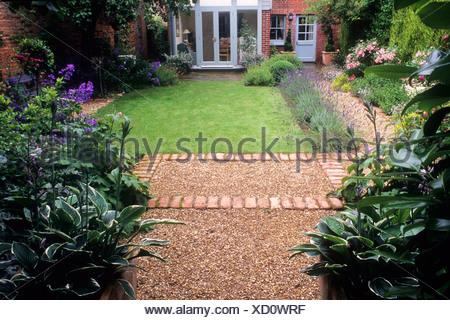 Brick gravel path border rosa 39 the fairy 39 house cottage for Xd garden design