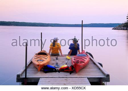 Kayakers an Nutimik Lake campground boat dock, Whiteshell Provincial Park, Manitoba, Canada. - Stock Photo