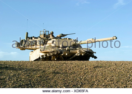 U.S. Marines from Alpha Company, 1st Tank Battalion provide security in an M1A1 Abrams tank in Iraq - Stock Photo
