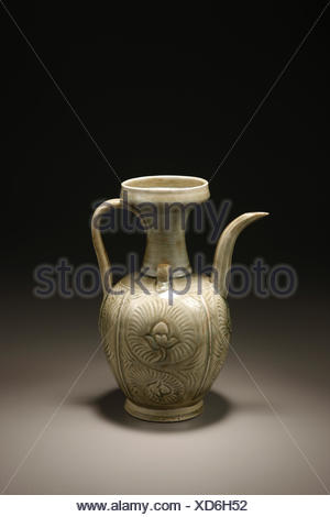 Ding engraved floral patterns ewer - Stock Photo