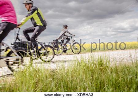 Serie - Radtour mit der Familie - Unterwegs mit dem Fahrrad - Stock Photo