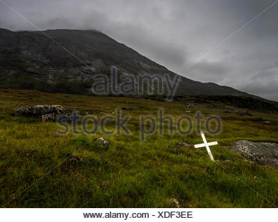 A cross marks a holy spot in Hvalsey, an area once claimed by Thorkell Farserk, a cousin of Erik the Red. Hvalsey Church is here, thought to be built in the easy 14th century. - Stock Photo