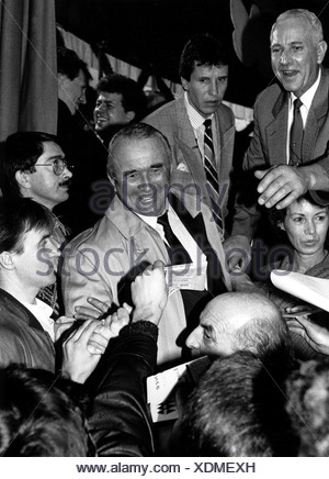 Schoenhuber, Franz, 10.1.1923 - 27.11.2005, German politician (REP), scene, with fans, 1989, Additional-Rights-Clearances-NA - Stock Photo