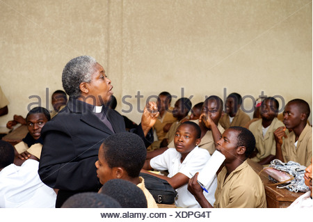 Pastor teaching a class in a secondary school, Bamenda, Cameroon, Africa - Stock Photo