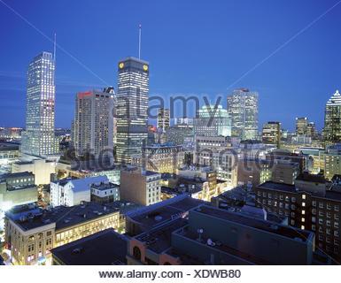 Kanada, Provinz Quebec, Montreal,  Stadtansicht, Dämmerung  Canada, Häuser, Gebäude, Hochhäuser, Wolkenkratzer, Downtown, Ansicht, außen - Stock Photo