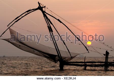 Chinese fishing net, strait near Fort Kochi, Kerala, southern India, India, Asia - Stock Photo
