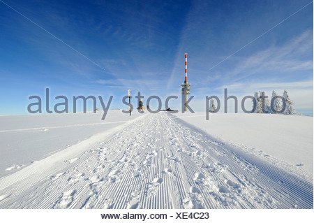Rolled snow trail on the 1493m high Mt. Feldberg in the Black Forest, on the horizon the new Feldbergturm antenna with the
