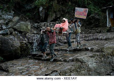 Pilgrims on their way to Kedarnath - Stock Photo