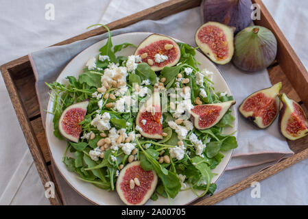 Salat mit Feigen - Stockfoto