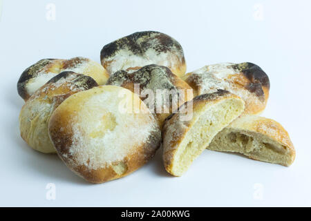 Eine Charge von schlecht gebacken mehlig Weißbrot baps oder Burger Brötchen. Den Teig nicht gut steigen, wenn überhaupt und die baps sowohl verkocht und verbrannt.