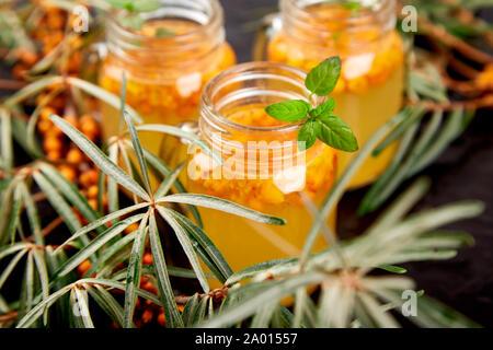Vitaminic gesunden Sanddorn Tee - Stockfoto