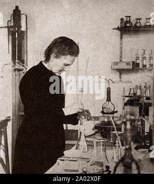 Die neueste Technik und Technologie aus den 1930er Jahren: ein Portrait von Marie Curie (1867 - 1934), der polnischen und der eingebürgerten - der französische Physiker und Chemiker, der bahnbrechende Forschung auf Radioaktivität durchgeführt. Sie war die erste Frau, die den Nobelpreis zu gewinnen, ist die einzige Frau, die den Nobelpreis zweimal zu gewinnen, und ist die einzige Person den Nobelpreis in zwei verschiedenen wissenschaftlichen Bereichen zu gewinnen. - Stockfoto