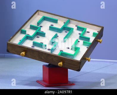 Holz- Irrgarten / Labyrinth. DIY-Idee - Stockfoto