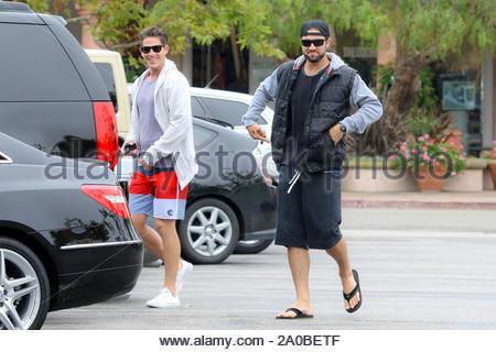 Malibu, CA - Brody Jenner seine am 4. Juli beginnt, indem sie etwas Essen mit einem Freund bei Coogies Beach Cafe in Malibu. AKM-GSI Juli 4, 2012 - Stockfoto