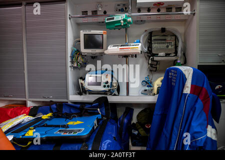 Arbeitsplatz des medizinischen Personals Krankenwagen ein Krankenwagen auto Notfall Service in der Stadt Moskau, Russland - Stockfoto