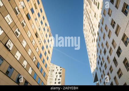 Paris, France - September 2, 2019: Moderne Büro und Wohnung Gebäude im Geschäftsviertel La Defense in Paris, Frankreich. - Stockfoto