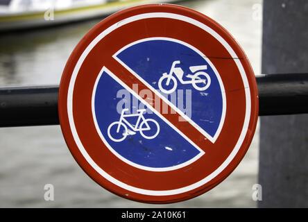 Fahrrad verboten anmelden, traffic signal Detail, Zeichen in der Stadt Amsterdam