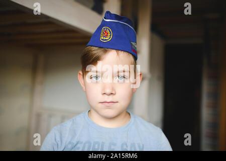 Porträt eines Jungen tragen eines russischen Kappe - Stockfoto