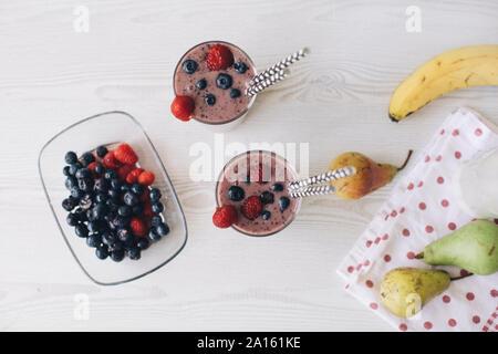 Wild Berry Smoothies in Gläser - Stockfoto