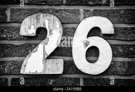 Nummer 26, Detail der geraden Zahl an einer Wand, Postanschrift - Stockfoto