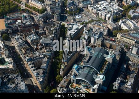 Trafalgar Square und Embankment Station als aus der Luft gesehen. - Stockfoto