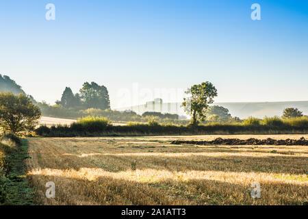Der Blick Richtung Liddington Hill in der Nähe von Swindon, Wiltshire auf einem frühen Herbstmorgen. - Stockfoto