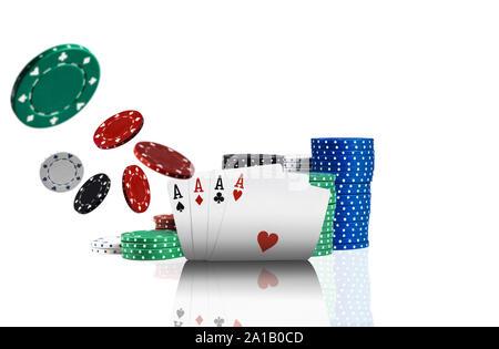 Nahaufnahme von vier Asse, bunte Chips in den Stapel hinter stehen und einige von ihnen sind auseinander fliegen, auf weißem Hintergrund. - Stockfoto