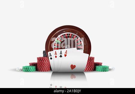 Nahaufnahme von vier Asse stehen vor einem braunen Roulette und die Chips im Stapel, auf weißem Hintergrund. Spielende Unterhaltung. - Stockfoto