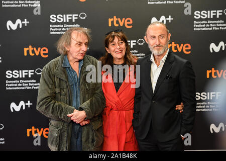 San Sebastian, Spanien. 25. September 2019. Michel Houellebecq, Sylvie Pialat und Guillaume Nicloux teilnehmen Fotoshooting für den Film 'Thalasso' an der 67th International Film Festival in San Sebastian. Credit: Julen Pascual Gonzalez/Alamy leben Nachrichten - Stockfoto