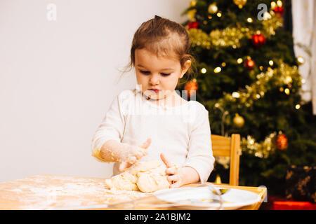 Kleinkind Mädchen, Weihnachtsplätzchen - Stockfoto
