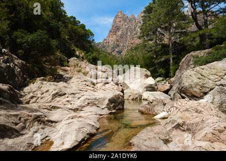 Capu Casconi Vallée de Cocktail Bar/Cocktail Bar stream Valley Landschaft Teil des Spelunca Schlucht/Gorges de Spelunca in Corse-du-Sud Korsika Frankreich Ota - Stockfoto