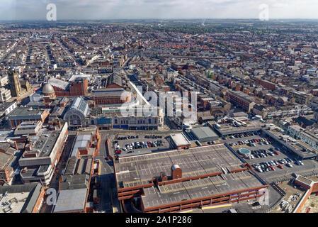 Blick von oben am Blackpool Tower - Blackpool, Lancashire, North West England - Vereinigtes Königreich. 19. September 2019 - Stockfoto