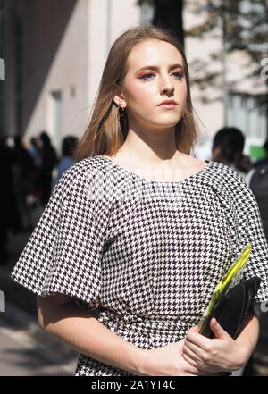 Mailand, Italien: 21. September 2019: Fashion Blogger street style Outfit nach MSGM fashion show in Mailand auf der Modewoche Frühling/Sommer 20. - Stockfoto