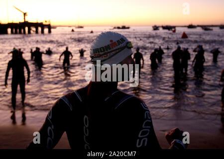 Lissabon. 29 Sep, 2019. Athleten Aufwärmen für das Bein während des Ironman Triathlon Veranstaltung in Cascais, Portugal am 29 September, 2019 schwimmen. Credit: Pedro Fiuza/Xinhua/Alamy leben Nachrichten - Stockfoto