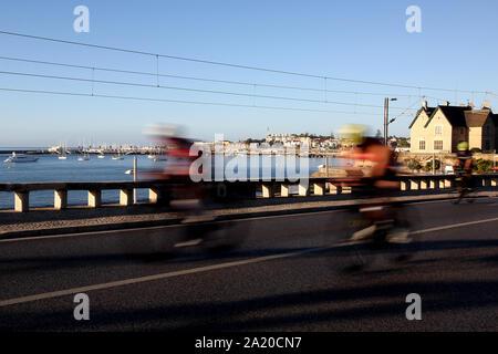 Lissabon. 29 Sep, 2019. Athleten konkurrieren in den Bike Bein während des Ironman Triathlon Veranstaltung in Cascais, Portugal am 29. September 2019. Credit: Pedro Fiuza/Xinhua/Alamy leben Nachrichten - Stockfoto