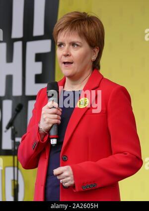 Nicola Ferguson Stör, Erster Minister Schottlands Adressen die 'Abstimmung' März in Parliament Square, London. Abstimmung der März fand in London statt am 23. März 2019 im Rahmen einer Serie von Demonstrationen gegen Brexit, Aufruf für ein neues Referendum zu protestieren, und die britische Regierung fragen, Artikel 50 zu widerrufen. Es brachte in die Hauptstadt Hunderte von Tausenden von Demonstranten, oder über eine Million Menschen nach Angaben der Veranstalter.