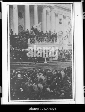 Präsident Abraham Lincoln mit seiner zweiten Antrittsrede vor der United States Capitol, 4. März 1865 - Stockfoto