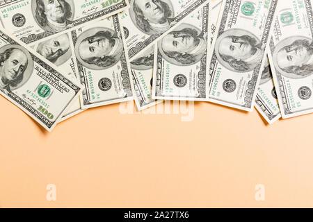 Hundert Dollar Bills Blick von Oben auf die Business Konzept im Hintergrund mit kopieren. - Stockfoto