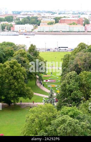Die Ufer des Stadtzentrums von Sankt Petersburg, eine schöne künstlerischen und historischen Ort in Russland. - Stockfoto
