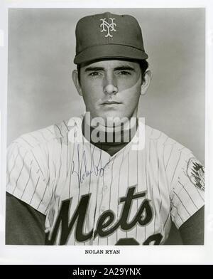 Schwarz und Weiß vintage Foto von Hall des Ruhmes Krug Nolan Ryan in seiner Rookie Saison mit den New York Mets circa 1967. - Stockfoto