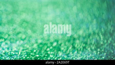 Abstrakte Komposition. Alpha Assault blau Glitter hellen Hintergrund mit schönen Bokeh, selektiver Fokus, geringe Tiefenschärfe
