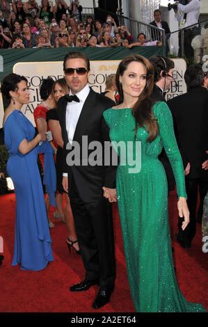 LOS ANGELES, Ca. Januar 16, 2011: Brad Pitt & Angelina Jolie auf der 68. jährlichen Golden Globe Awards im Beverly Hilton Hotel. © 2011 Paul Smith/Featureflash - Stockfoto