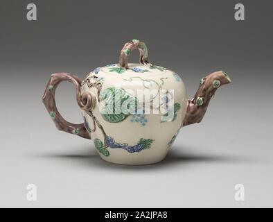 Teekanne, 1750/55, England, Staffordshire, Staffordshire, Salz - glasiert Steinzeug mit mehrfarbigem führen, Glasuren, 10,8 × 9,8 × 15,6 cm (4 1/4 x 3 7/8 x 6 1/8 in. - Stockfoto